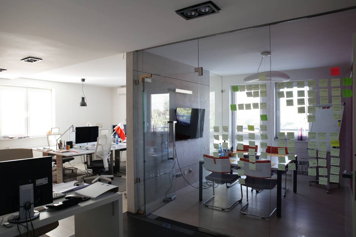 Advantages of Private Offices In Business Organization